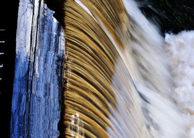 Wasserfall am See sykäri
